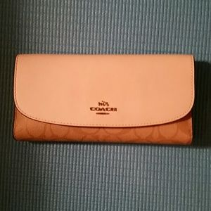 Coach wallet (womens)